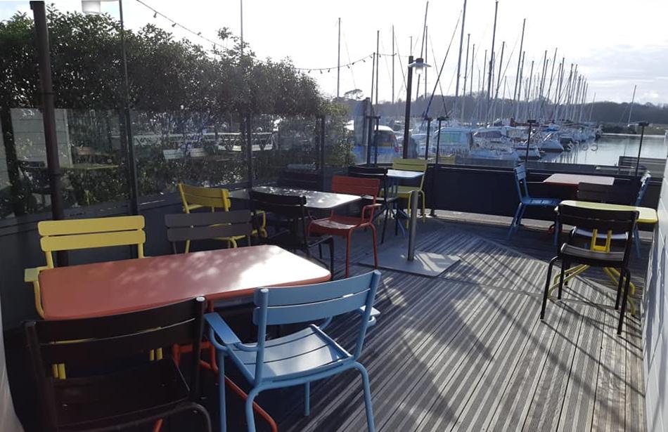 Kinawa : Sa terrasse à deux pas de la marina de Port-la-Forêt. Vous y dégusterez ses crêpes traditionnelles et revisitées pour vous.