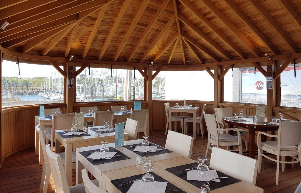 Le pavillon de bois avec son ambiance calme et confortable. Attention, il n'est ouvert qu'aux beaux jours